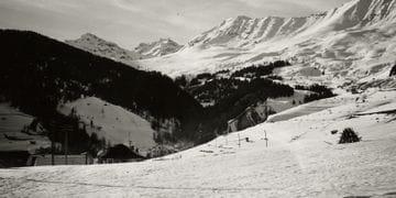 Skigebiet Serfaus schwarz weiss