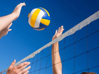 Detailaufnahme von einem Block beim Volleyball spielen
